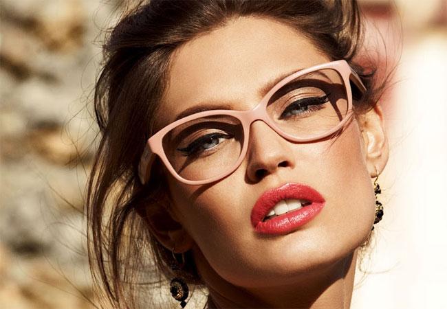 """603250089 Nem sempre quem usa óculos de grau consegue fazer um make """"pah"""" por dois  motivos: não enxerga muito bem de perto e tem medo de ficar exagerado o  combo olhos ..."""